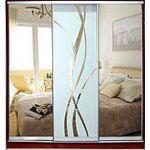 Шкафы-купе с фасадами из ЗЕРКАЛ, МАТОВЫХ зеркал и зеркал с РИСУНКОМ пескоструй на 1 двери